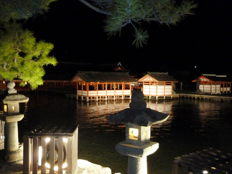 day-5-31-itsukushima-shrine-miyajima
