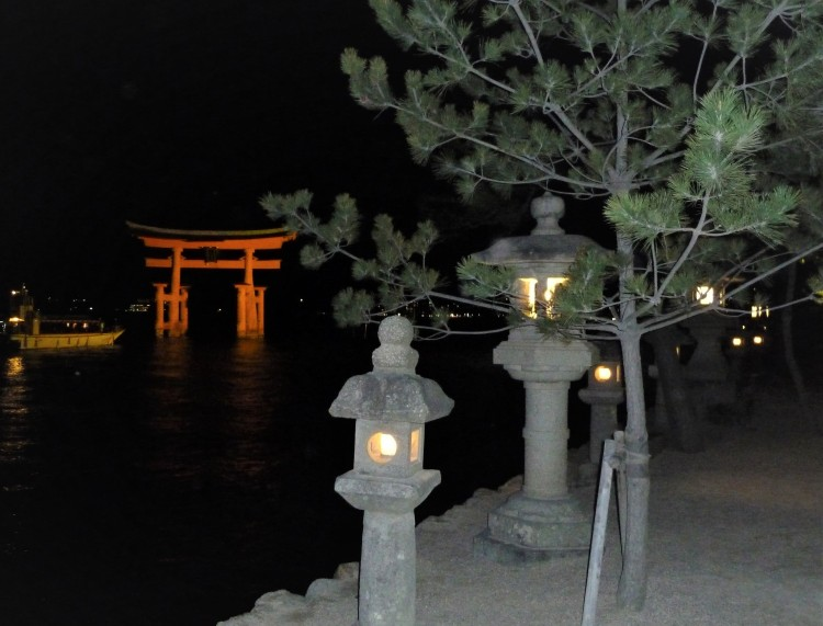 day-5-32-itsukushima-shrine-miyajima