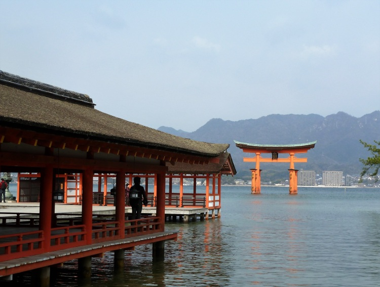 day-6-10-itsukushima-shrine-miyajima
